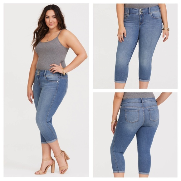 torrid Denim - Torrid | Medium Wash 3 Button Cropped Jegging